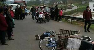 江南镇发生惨烈车祸,一女子送娃儿上学被撞当场身亡