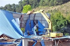定南县依法拆除历市镇2处违章建筑,拆除面积2400多平方米!