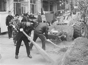 平阳小区和龙南小区的乱贴乱画、卫生死角集中被处理