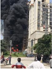 陆川一小区在建工地发生大火