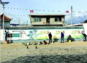 离石:特色文化墙绘助力美丽乡村建设