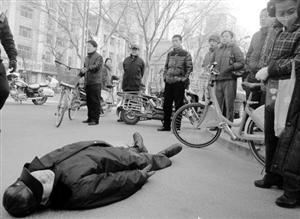 杭州老人摔骨折,无过错路人被判赔2万,你怎么看?