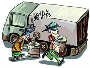 """新干:胆大""""油耗子""""竟开""""警车""""偷油"""
