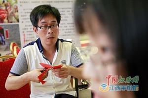 新干剪纸传承人彭许平:期待传统文化延续下去