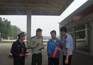 青州市公安局东夏派出所对辖区加油站进行检查