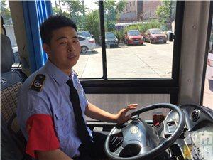 一年轻女乘客突昏厥 8路公交车变身救护车送医