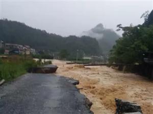 安化部分乡镇连降暴雨导致水位急剧上涨(视频)
