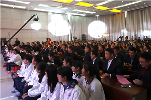 用青春拥抱时代:邹城市实验中学举办20周年校庆活动