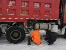 辉南县公路段除雪防滑保畅通