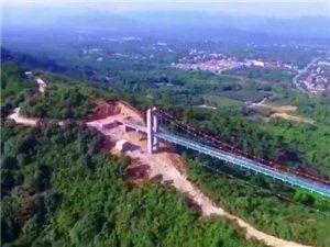 长兴龙山玻璃悬索桥本月底正式开通