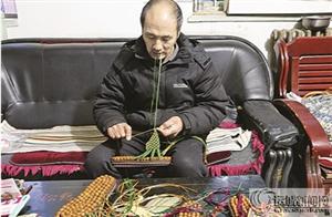 绛县:山桃核制成按摩鞋 网上热卖