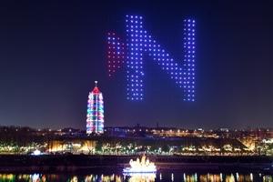 南京首次大型无人机灯光秀大报恩寺上演