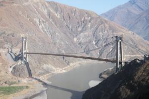 连接会东野牛坪乡和云南东川区拖布卡镇的金东大桥建成了