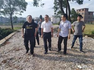 县委副书记何超在路口镇调研指导新农村建设