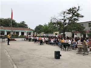 威尼斯人平台市白寨镇油坊庄小学举行读书交流会
