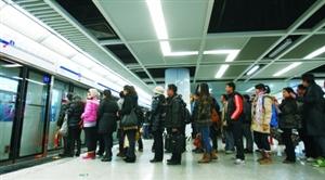 """郑州地铁将每月11日定为""""排队候车日"""""""