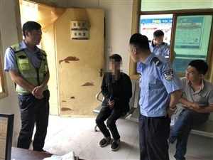 汉中街头5名年轻人撕扯拉拽一男子 原因竟是…