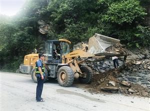汉中宁强:对村民违规搭设的道路进行拆除
