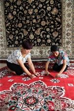 """传统""""手工地毯""""织出""""美丽新生活"""""""