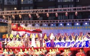 县社区专场文艺演出在爱民广场举行