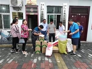 【真情帮扶】县发改局为中坝社区道德积分银行捐赠兑换物品