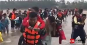 岷江一水电站泄洪致河水猛涨 884名师生被困河心岛