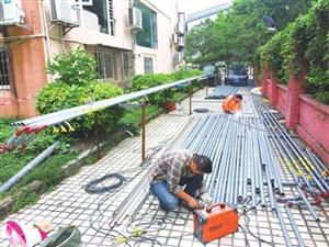全市7.6万户老旧小区加建公共燃气管道工作稳步推进 管道铺到户 市民乐开怀