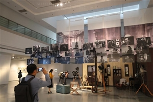 光影如诗人如酒-- 费穆文献展在苏州美术馆展出