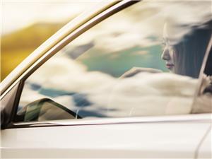 女白领们开啥车,颜值与实力并存的逸动EV460了解一下
