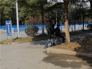 共享单车三人骑?点名鄂州这三位同学
