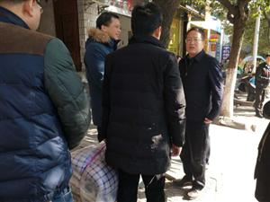 【城事】县长汪华辉走访工信委困难党员