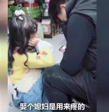 爸妈吵架,小萌娃的伤害式劝架火了!网友:这绝不是小棉袄