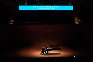 钢琴名家丹尼斯・马祖耶夫携长江钢琴乐动南京