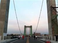 麻城万众瞩目的举水河一桥,好像大家都挺关注的,目前这是不是在挂绳索呢?