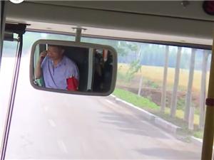 邹城公交驾驶员开车打电话,公交公司警告乘客:不用你管