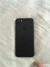 出售一部刚买几天的行货苹果7 32g黑色的
