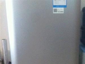出售95诚信海尔冰箱一台,购买时1800元有凭证