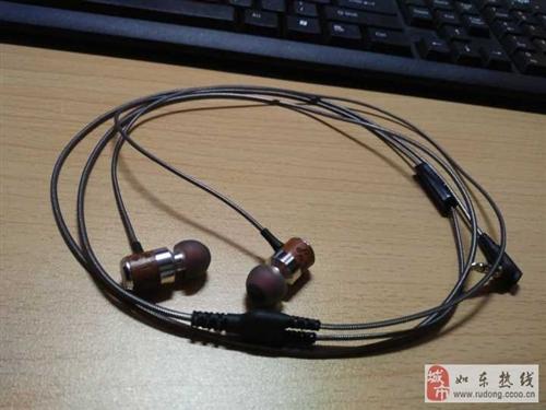 一共有三个耳机出售