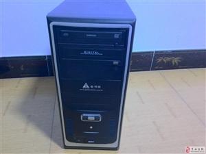 出售8成新以上台式机电脑机箱一台700元