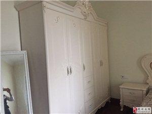 恒大二期90平米的小三房家具家电齐全出租1800