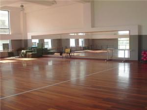 木地板安装、修复。?#34903;?#23433;装、修复。