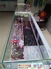 9成新商品展示柜台五个、背景板、电脑椅。