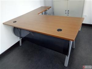 出售办公桌一台