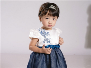 时尚的款式 贴心的服务 巴克?#25512;?#29260;童装赠亲朋好友