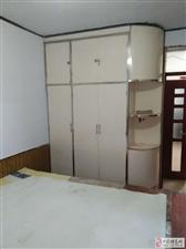 建行附近繁华地段三室一厅低价出租