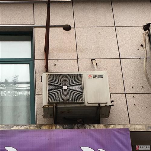 美容院里的两台志高空调出售