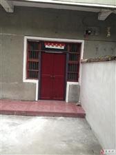 农民街中段东升门窗后带院房屋出租