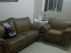 真皮沙发三座位+单座位100便宜卖