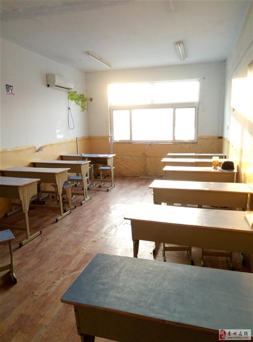转让九成新学生课桌20张,以及1.7匹空调2台