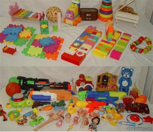 45元出售插口積木、人偶等70件兒童益智玩具